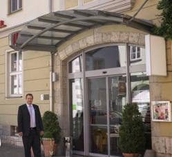Mittlerweile bietet das Unternehmen mit seinen 230 Mitarbeitern mehr als 1.200 Übernachtungsmöglichkeiten in Thüringen.