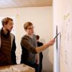 Studenten beim Vorbereiten ihrer Präsentation Thema: RE-Reform / Bauwerkstatt
