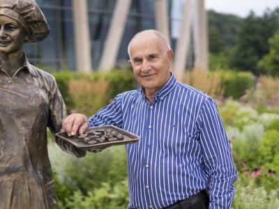 Karl Heinz Einhäuser ist geschäftsführender Gesellschafter der Viba Sweets GmbH, dem in Floh Seligenthal ansässigen Marktführer in Sachen edelster Nougatspezialitäten. (im Bild: Karl Heinz Einhäuser)