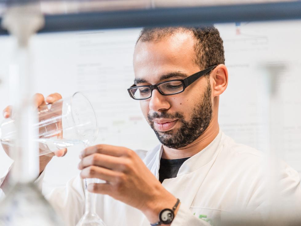 Förderung der Forschung (im Bild: Forscher während einer wissenschaftlichen Untersuchung)