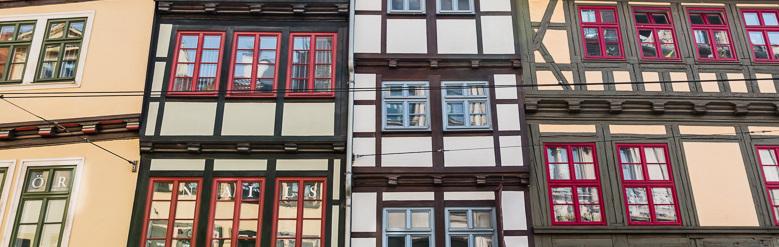 Historische Hausfassade in Erfurt zwischen Rathaus und Domplatz.