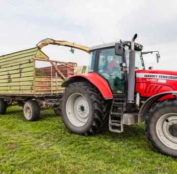 Landwirtschaftsförderung: Traktor auf dem Feld