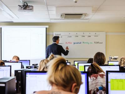 """Digitale Förderinitiativen """"Schulen ans Netz"""" und """"WLAN im öffentlichen Raum"""" gehen in die zweite Runde"""