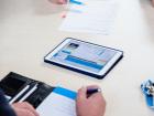 Informationen aus der Thüringer Aufbaubank (im Bild ist ein Tablet zu sehen)