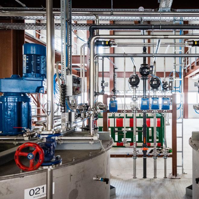 Gemeinschaftsaufgabe GRW (im Bild zu sehen ist das Innere eines Chemiewerkes)