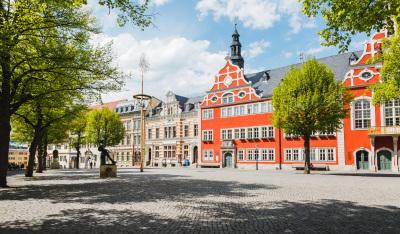 Thüringer Kommunalmonitor: Kommunale Trends auf den Punkt gebracht. Eine Studie im Auftrag der Thüringer Aufbaubank. (Im Bild: Das Rathaus in Arnstadt)