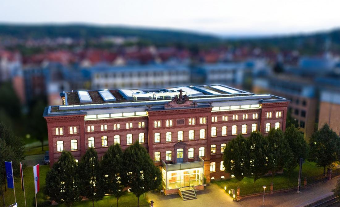 TAB-Zentrale im Erfurt Brühl (im Bild: Das historische Benary-Gebäude im Abendlicht, aufgenommen mit einer Drohne)