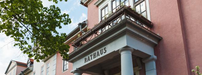 Rathaus in Bad Berka als Symbolbild für kommunale Aufgaben, z.B. Klimaschutz