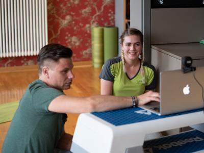 Fred und Louisa starten das Online Workout